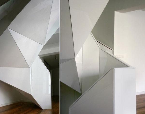 «Японская» винтовая лестница в пражской квартире от EDIT!
