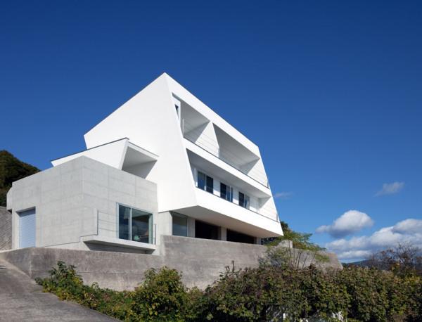 I-house – японский минималистский дом на склоне