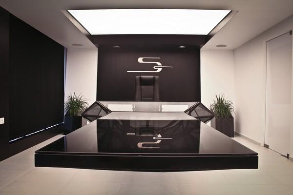 Футуристический стол-консоль для кабинета руководителя от Bozhinovski design