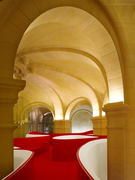 Сюрреалистический интерьер ресторана L'Opera Restaurant в Париже