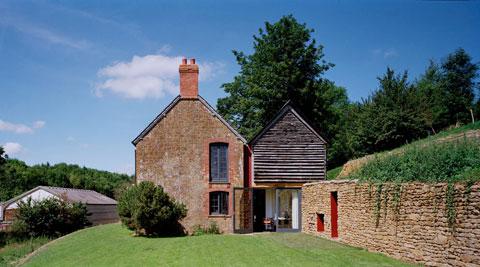 Светлый и светящийся английский дом без окон от Skene Catling de la Pena