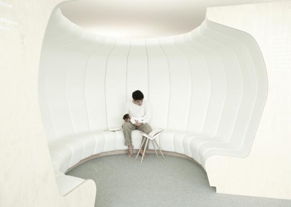 Librairie La Fontaine – книжныймагазин с мягкими «читальными залами» в Швейцарии