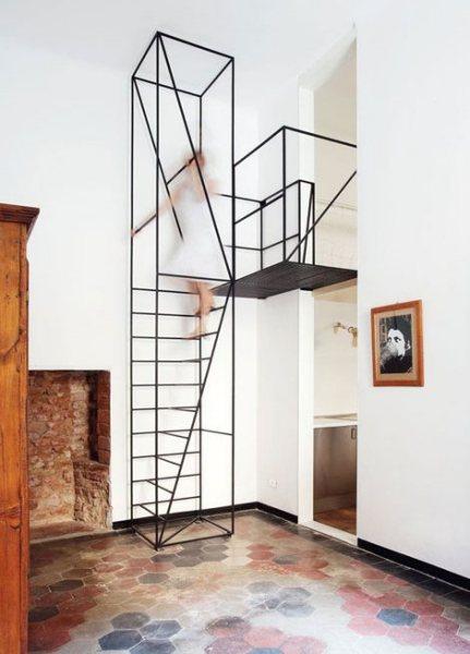 Metal Staircase - уникальная каркасная лестница в обновленной миланской квартире