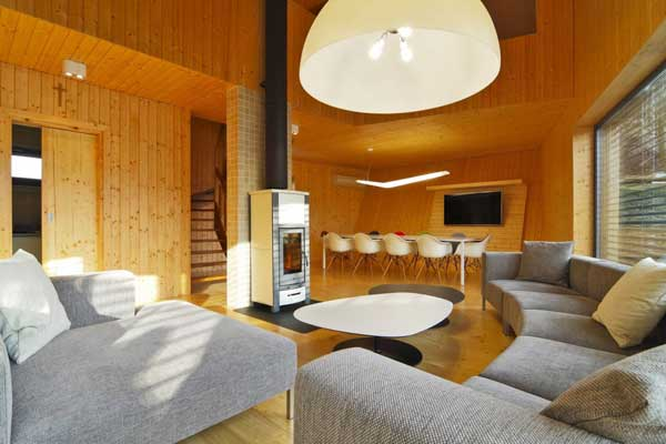 Weekend House – минималистский дом от Pokorny Architekti в Словении