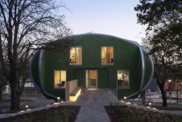 Овальная архитектура медицинского центра Maggie's Center в Ноттингеме