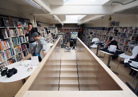 «Лестничный» книжный магазин от Plural в Словакии