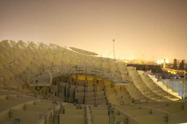 Строяшийся культурный комплекс Metropol Parasol в Испании от J. MAYER H. Architects