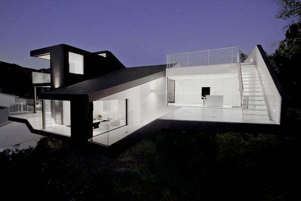 Nakahouse - реконструированная вилоа в Hollywood Hills (США) от XTEN Architecture