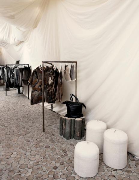 Интерьер бутика модной одежды Nanushka Beta Store в Будапеште (Венгрия)