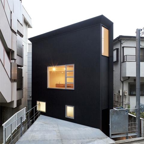 До неприличия узкий дом Oh House от Atelier Tekuto