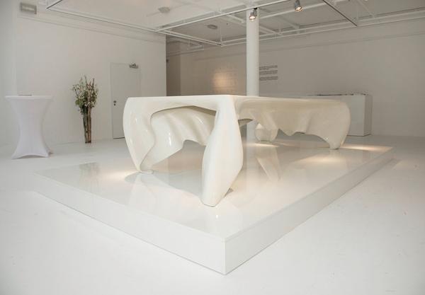 Стол Phantom («Фантом») от Graft Architects
