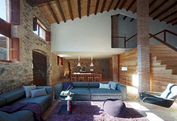 Жилой дом в здании старинной испанской мельницы от Minim Interior Design Studio