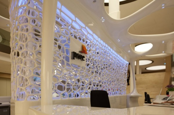 Футуристическое кафе-рецепция в новом здании компании Pricewaterhouse Coopers (PwC)