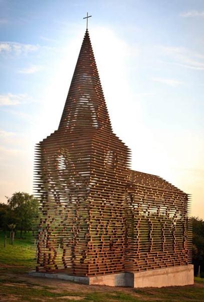 «Читая между строк». Прозрачный современный храм от бельгийских архитекторов