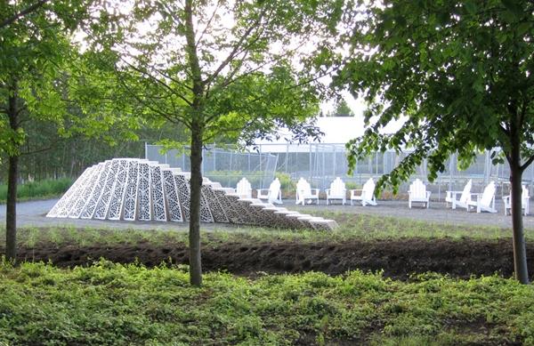 Садовая инсталляция на фестивале Reford Garden Metis International Garden Festival
