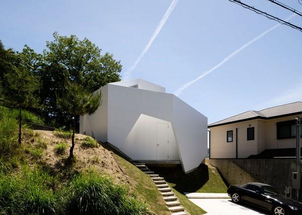 Хотя, на первый взгляд, конструкция кажется абсолютно нетрадиционной, асимметричная форма оригинального...