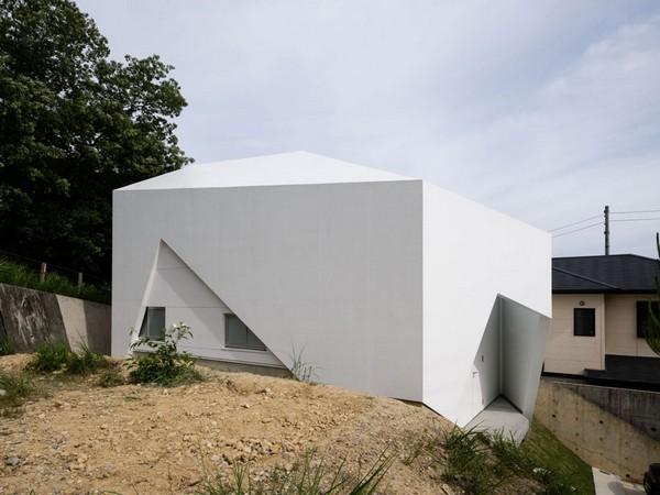 Асимметричный дом.