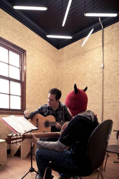 Интерьеры креативной музыкальной школы Ecletica Centro De Musica в Бразилии