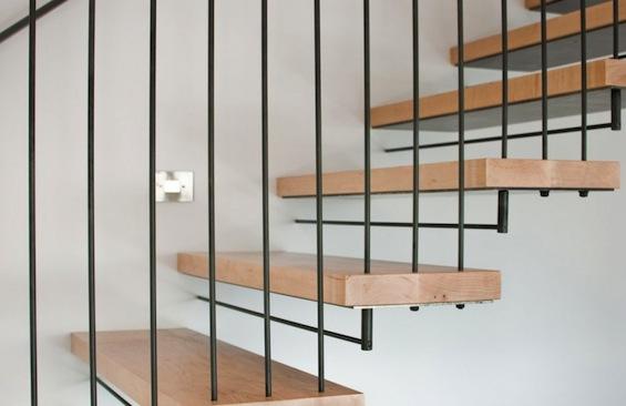 Cabinet Stair – разнофункциональная зонирующая конструкция для двухэтажной квартиры-студии