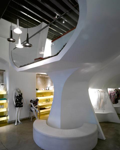 Разнофункциональная чаша-цветок в интерьере нового индийского бутика CREO