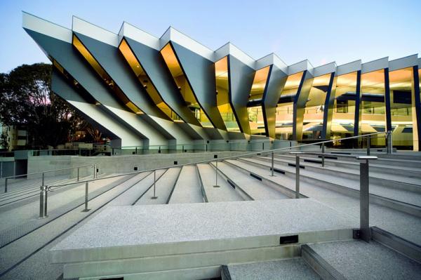 Австралийская архитектурная студия Lyons завершила строительство ультра-современного...