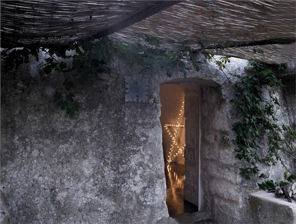 Креативная современная вилла в старинных руинах итальянской провинции