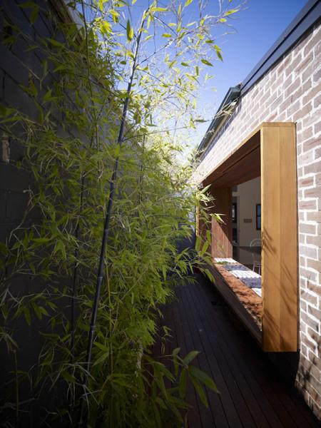 Большое окно маленького дома от Carter Williamson Architects