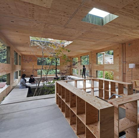 Жилой дом Dynamic Dual-Material Japanese Residence от UID Architects