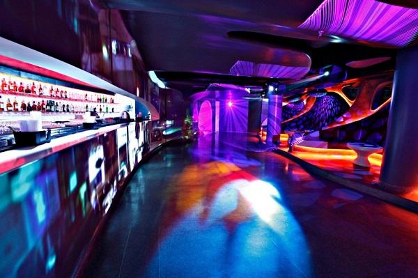 Smokehouse Room - психоделическая «курительная комната» в ночтном клубе Нью-Дели (Индия)