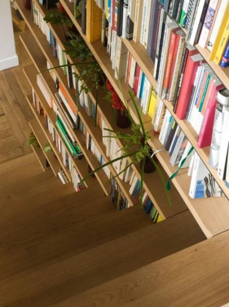 Лестница, интегрированная в библиотеку или наоборот