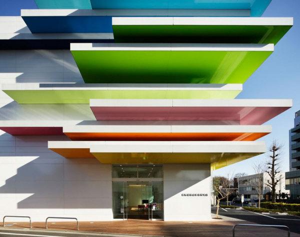Здание филиала Sugamo shinkin bank от Emmanuelle Moureaux architecture + design