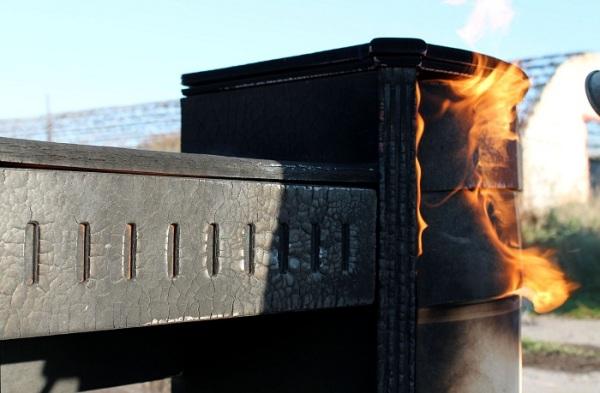«Рожденное быть сожженным» трюмо от Ярослава Галанта