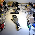Американский энтузиаст собрал роботизированную кисть из кофемашины