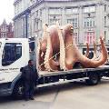 Гигантский осьминог стал причиной транспортного коллапса в центре Лондона