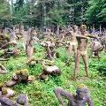 Туристы стремятся в финскую деревушку увидеть страшно красивые скульптуры