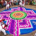 В Индии прошел фестиваль рисунков из риса и цветов