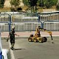 Израильский робот-трактор умеет разминировать дороги