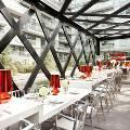 В Канаде открылся ресторан с необычным разноуровневым столом