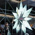 Российские дизайнеры украсили новогоднюю ёлку в Иваново огурцами