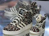 Чересчур леопардовые кроссовки из новой коллекции Adidas от Jeremy Scott