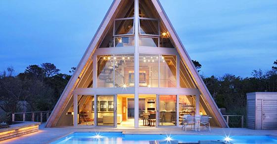 Пляжный домик из 60-ых в роли роскошной современной виллы