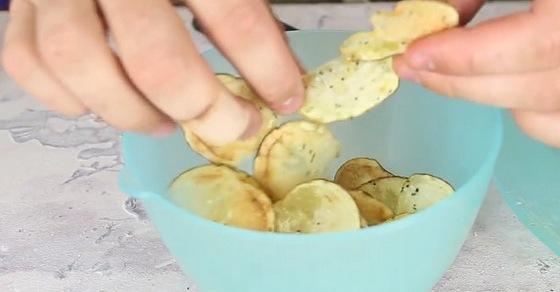 Лайфхак: вкуснейшие чипсы собственного приготовления за 3 минуты