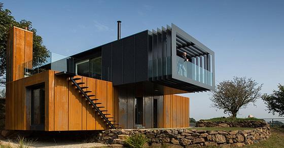Морские контейнеры: прекрасная альтернатива бетонным стенам