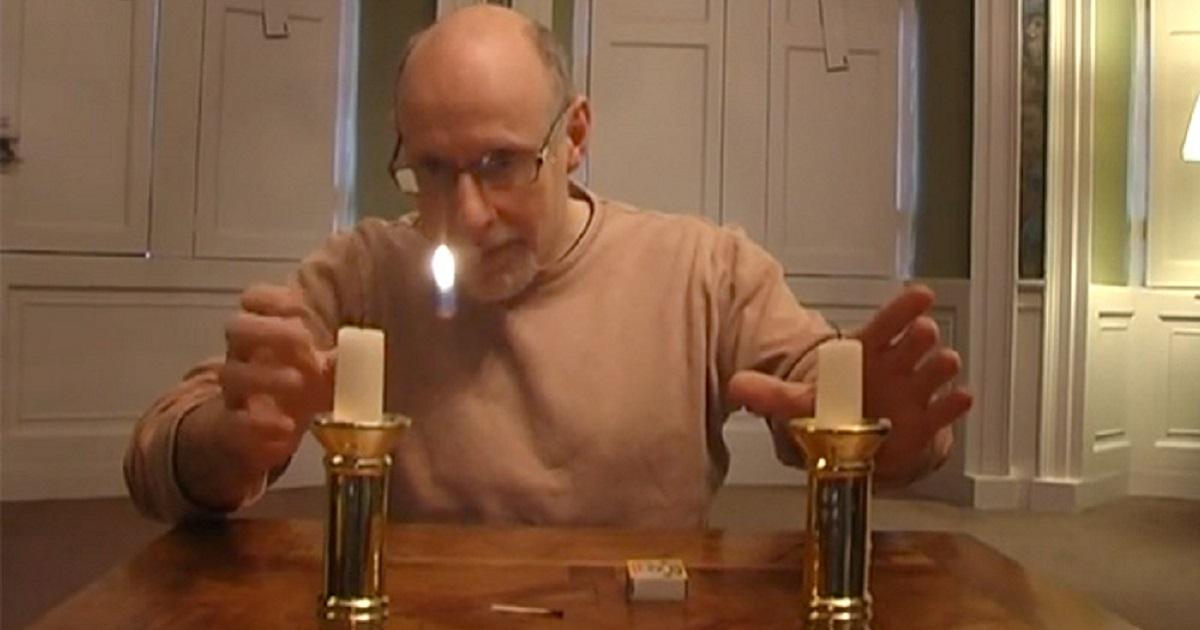 Раскрываем секрет эффектного фокуса с летающим пламенем свечи