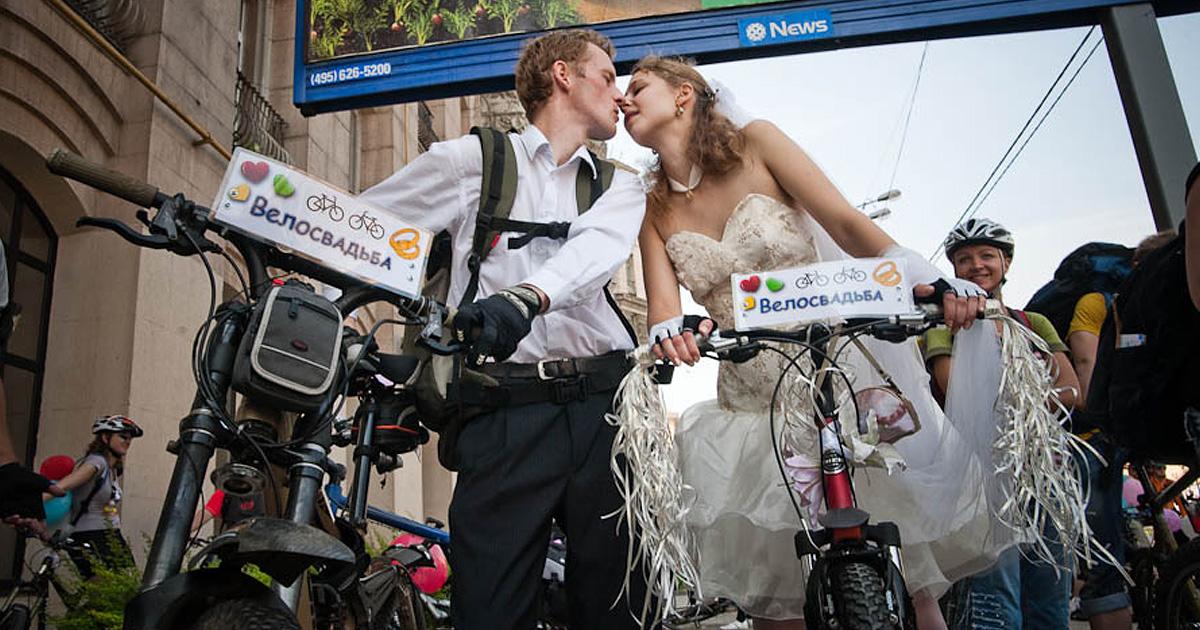 9 самых необычных бракосочетаний: молодожёны голышом, в резервуаре с акулами и другие свадебные фантазии