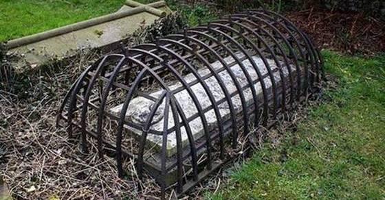 Самые известные в мире могилы и их жуткие истории