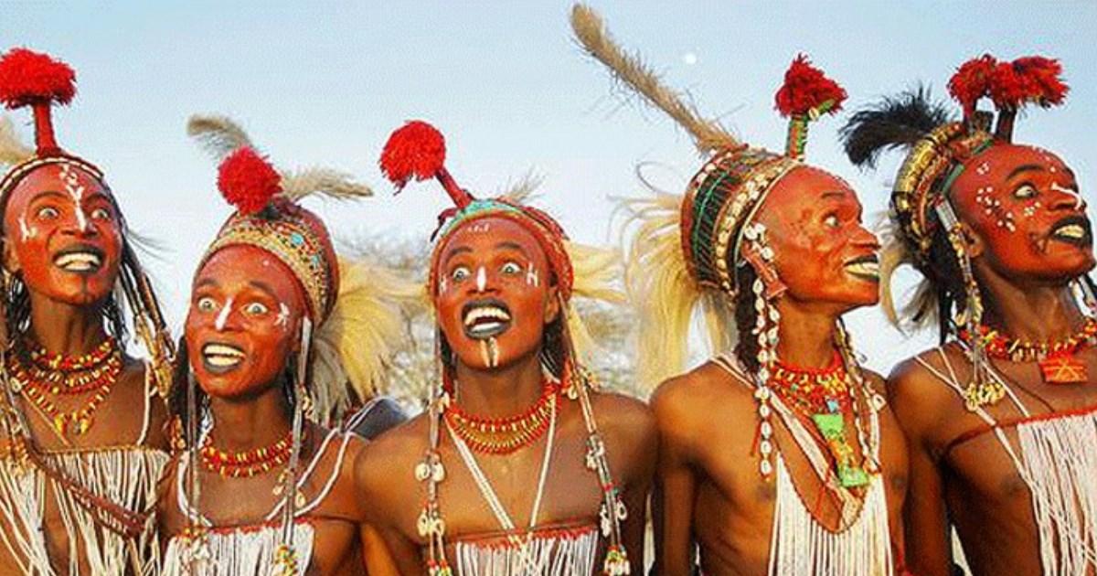 9 сумасшедших свадебных ритуалов со всего мира: бои листьями, письма в рисе и свист для невесты