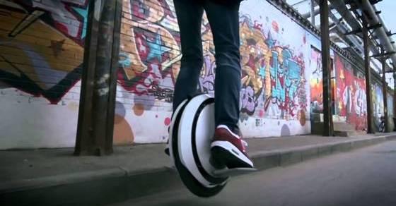 Электрический самобалансирующийся моноцикл - идеальный транспорт для активных горожан
