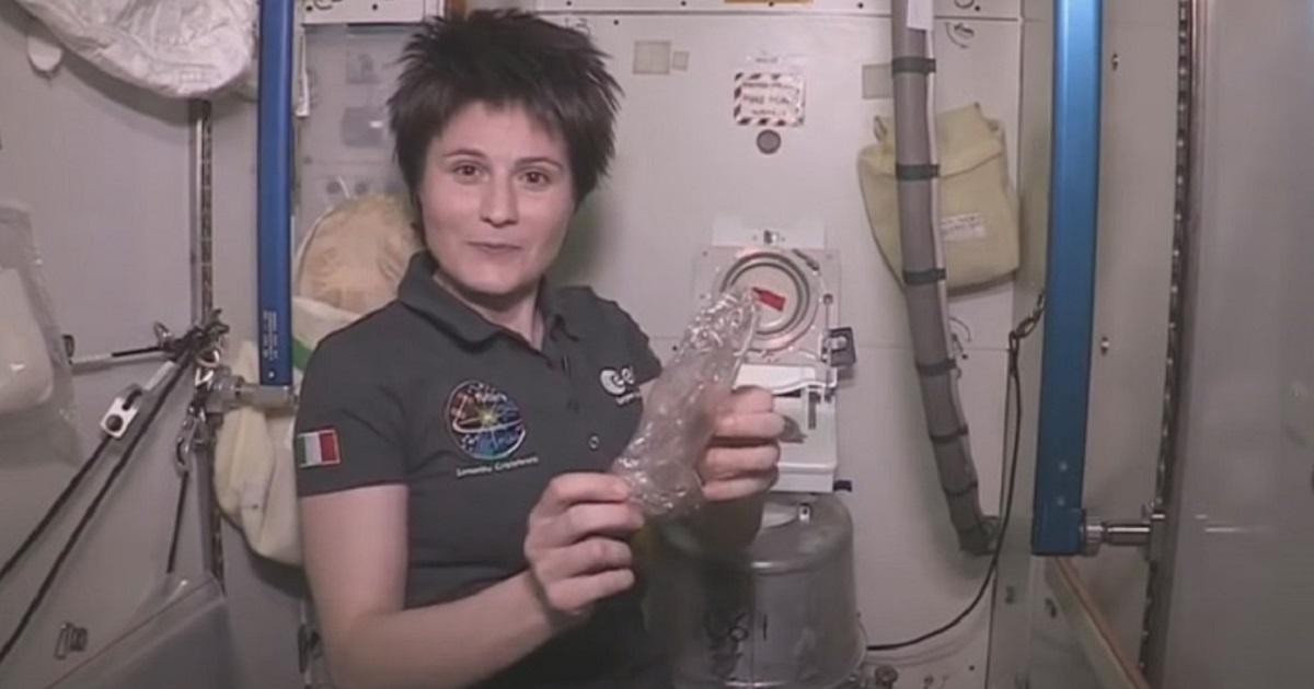 Каким образом в невесомости устроен туалет на космической станции