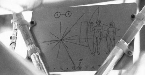 10 весьма странных вещей, отправленных в космос человеком